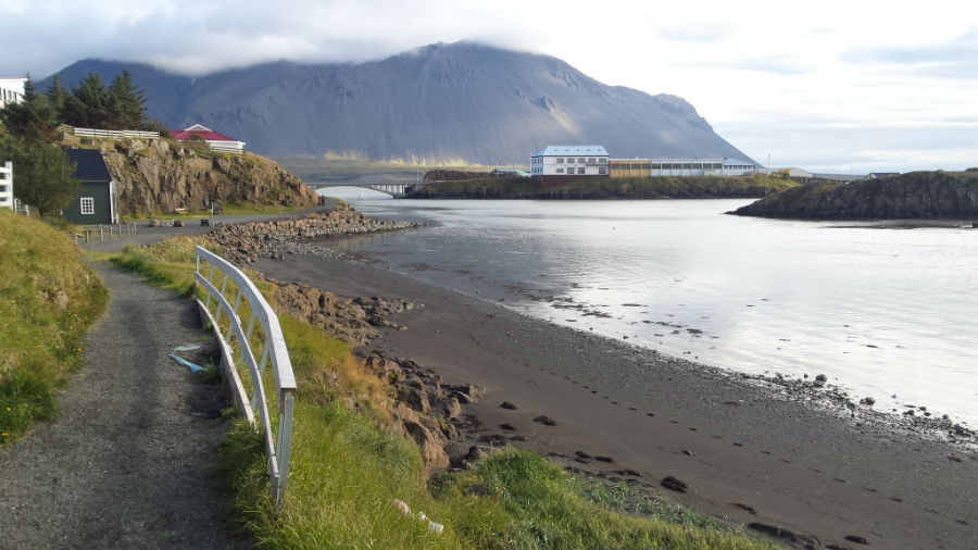 driving_the_ring_road_in_iceland_west_iceland_hafnarfjall