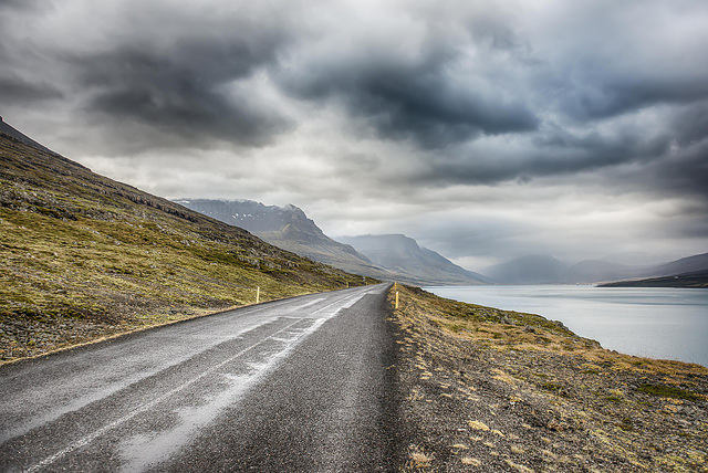 driving_the_eastern_fjords_in_iceland-roads