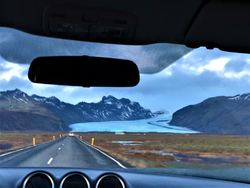 Highlights-of-a-roadtrip-through-south-Iceland-sadcars-glaciers