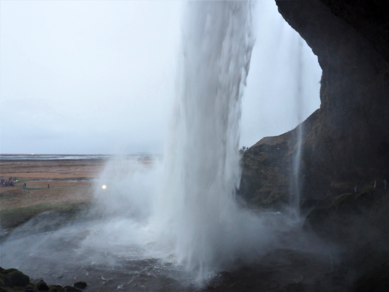 Highlights-of-a-roadtrip-through-south-Iceland-sadcars