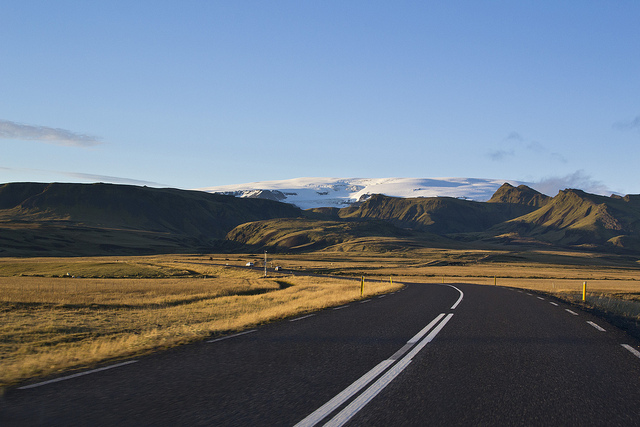 driving_the_ring_road_in_iceland_the_south_coast_glacier